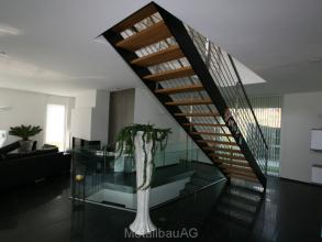 treppe-und-ganzglasgelaender-metallbau-ag