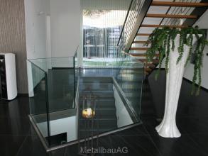 ganzglasgelaender-und-treppe-metallbau-ag
